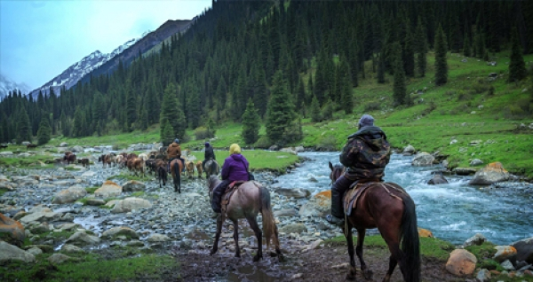 On Horseback in the unique Tien-Shan